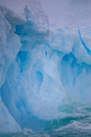 Antarctic-Iceberg-Splash-©Lauri-Novak