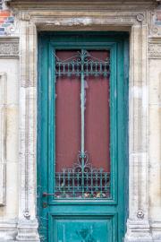 Teal-Door-in-Brussels-©Lauri-Novak