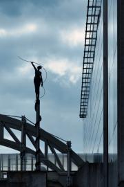 Woman-silhouette-on-bridge-in-Brussels-©Lauri-Novak